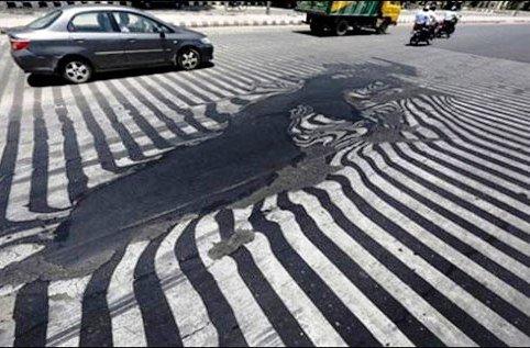 موج شدید گرما در این شهر باعث آب شدن آسفالت خیابان شد