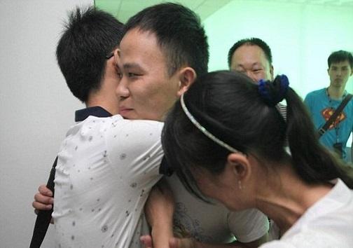 دیدار برادر دوقلو پس از ۲۰ سال ربوده شدن