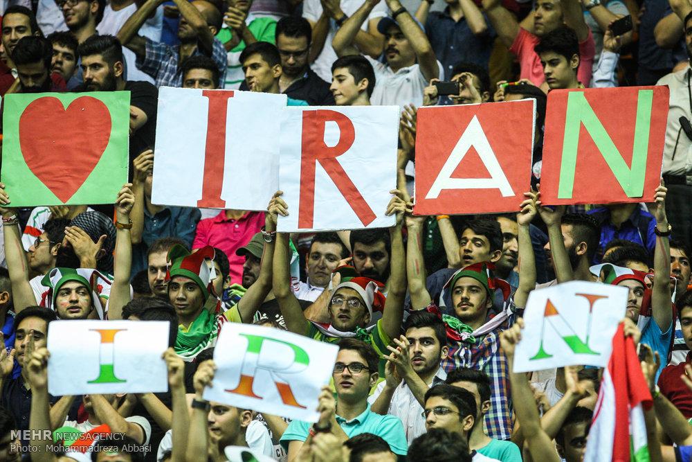 تصویر باخت قهرمان جهان والیبال به ایران