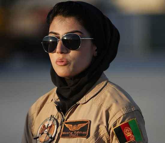 اولین خلبان زن زیبای جهان