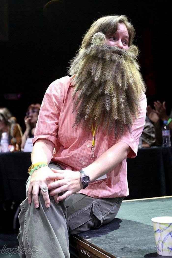 جشنواره عجیب و غریب ریش و سیبیل های دخترانه