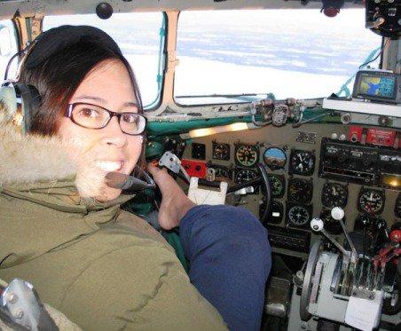 زن زیبای بدون دست بهترین خلبان زن آمریکا