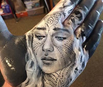 طراحی پرتره های بسیار زیبا با دست روی دست