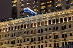 این اتوبوس رو سقف هتل چه میکنه؟