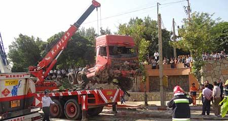 حادثه ترمز بریدن مرگبار تریلر نفتکش در سنندج