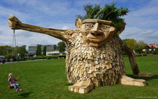 مجسمه های غول پیکر و ترسناک چوبی در گوشه و کنار دانمارک