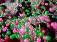 تصاویر جالب از استخر توپ بزرگسالان و روانشناسی بازی بزرگسالان