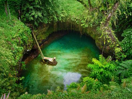 تجربهای زیبا جالب و متفاوت در استخر شنای طبیعی