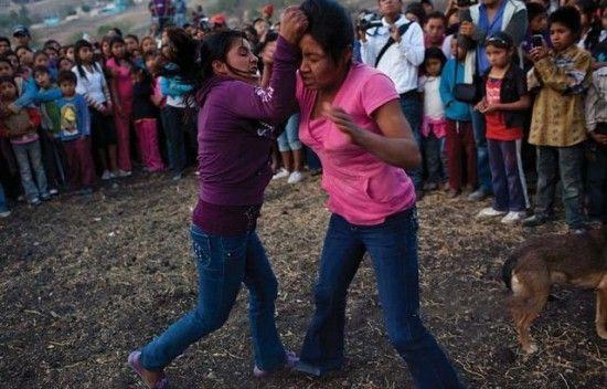 جشنواره خون یاری مزارع با جنگ و خون زنانه