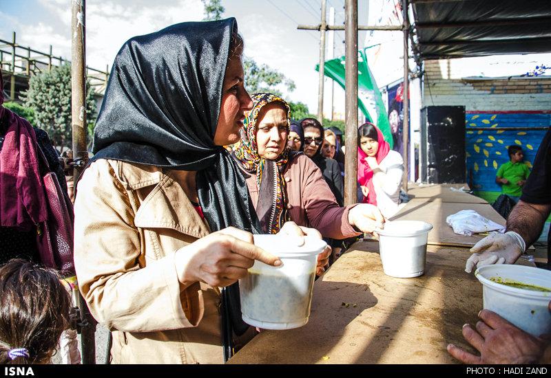 تصاویر جالب از 6 تن آش نذری برای افطاری در کرج