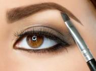 ابروهایتان را به شیوه آرایشگران حرفه ای  رنگ کنید