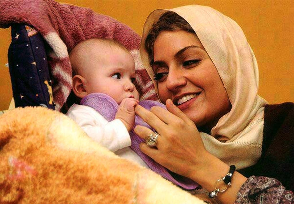 تصاویر زیبای مهناز افشار و دخترش لیا