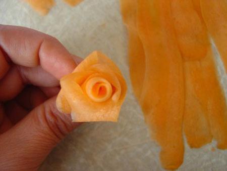 آموزش تزئین ترب و هویج به شکل گل رز برای دیزاین غذا و سالاد