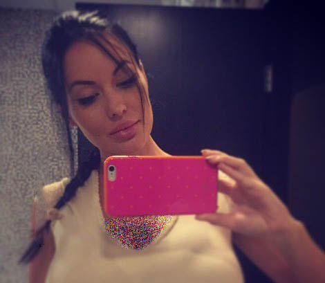 مدل زن 27 ساله چهره اش را شبیه آنجلینا جولی کرد
