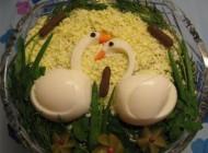 تزیین بسیار زیبای سالاد الویه برای یخچال عروس