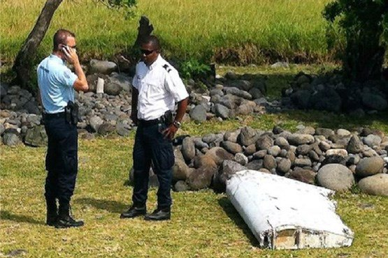تصاویر پیدا شدن لاشه هواپیمای مالزیایی بعد از یک سال
