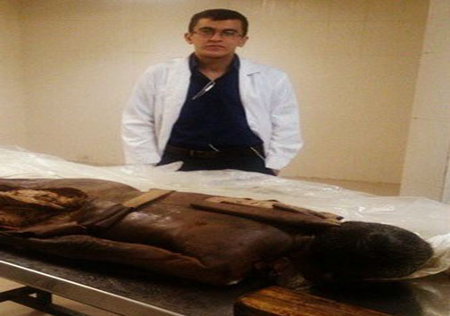 تصاویر سلفی منزجر کننده دانشجویان پزشکی با جسد و اعضا و جوارح انسان