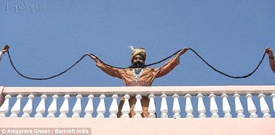 این مرد با 4 متر سیبیل رکورد دار شد