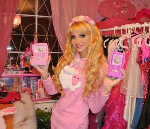 زندگی زن روسی به شکل عروسک های باربی