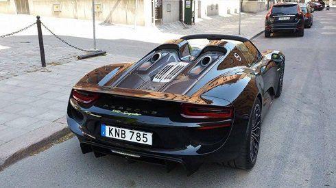 تصاویر خودرو لوکس و گرانقیمت ستاره مشهور فوتبال