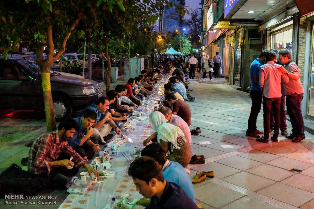 سفره افطار با عنوان شهر امید در سه راه فاطمی تهران