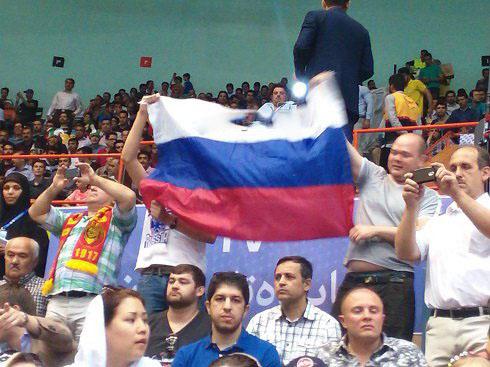 زنان زیبای روس هواداران والیبال در ورزشگاه آزادی