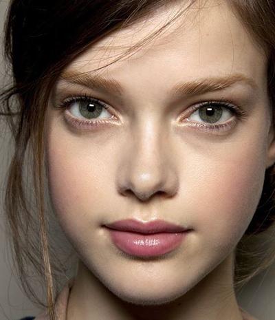چگون آرایشی لایت و طبیعی داشته باشیم ؟