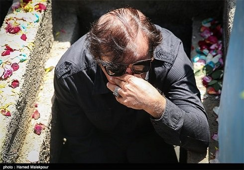 قبر مجید مجیدی و احمدرضا درویش در تشییع شهدا