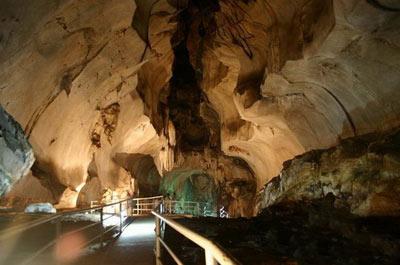 تصاویر زیباترین غارهای مالزی