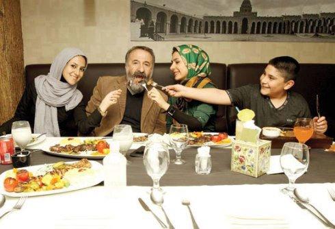 مهران رجبی و همسر و سه فرزند زیبایش در روز دختر