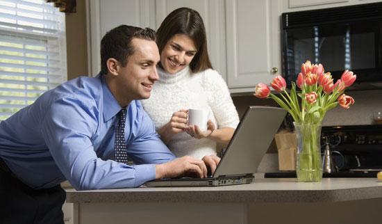 آیا روابط مجازی همسرتان با موبایل باعث شک شما شده