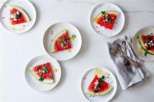 طرز تهیه سالاد هندوانه با سس لیمو