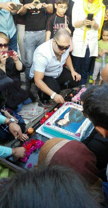 جشن تولد غم انگیز مرتضی پاشایی سر مزارش