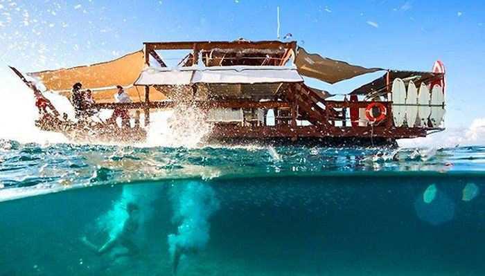 تصاویر جالب از رستوران شناور عاشقانه