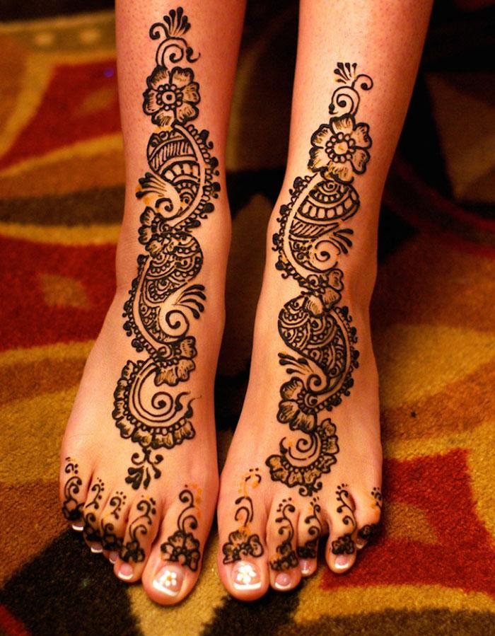 زیباترین تاتوهای هندی عروس 2019 روی دست و پا با حنا