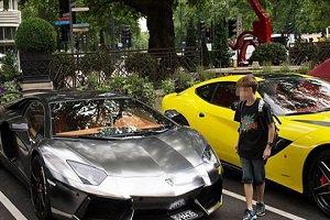 اعراب با خودروهای لوکس در حال جولان و خودنمایی در خیابان ها