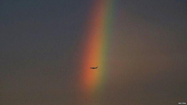 تصاویر رنگین کمانی مرتفع و عجیب در آسمان پکن