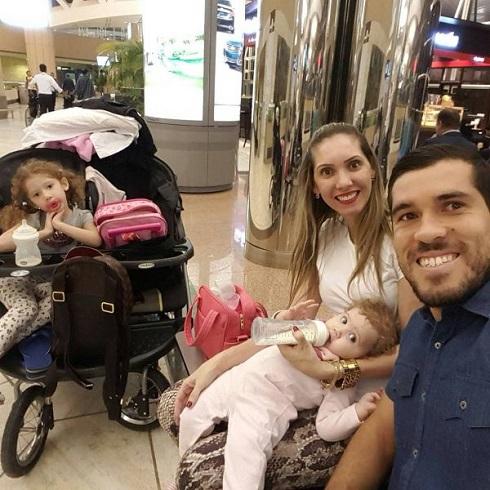 فرناندو گابریل هافبک فصل قبل پرسپولیس در کنار همسر و دخترانش