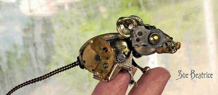 مجسمه های خلاقانه و فانتزی ساخته شده با کلید و سکه و ساعت