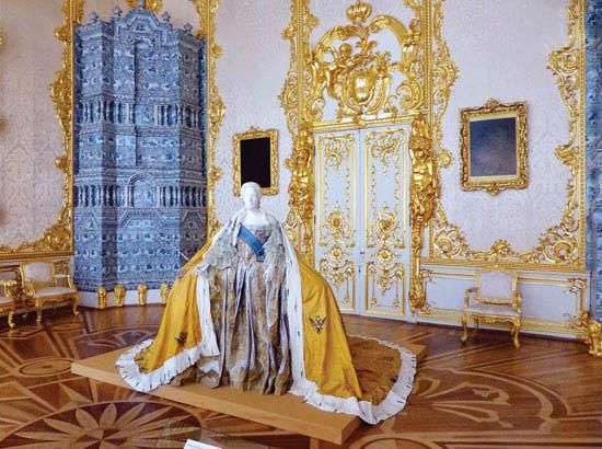 تصاویر تالار بزرگ قصر خامهای که به نام اتاق طلايي شهرت دارد
