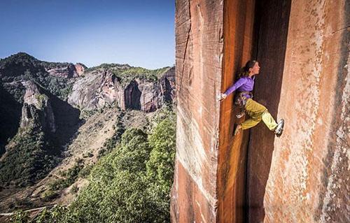 تصاویر شجاع ترین زن جهان