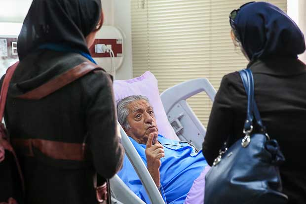 عزت الله انتظامی بازیگر پیشکسوت کشوردر بیمارستان