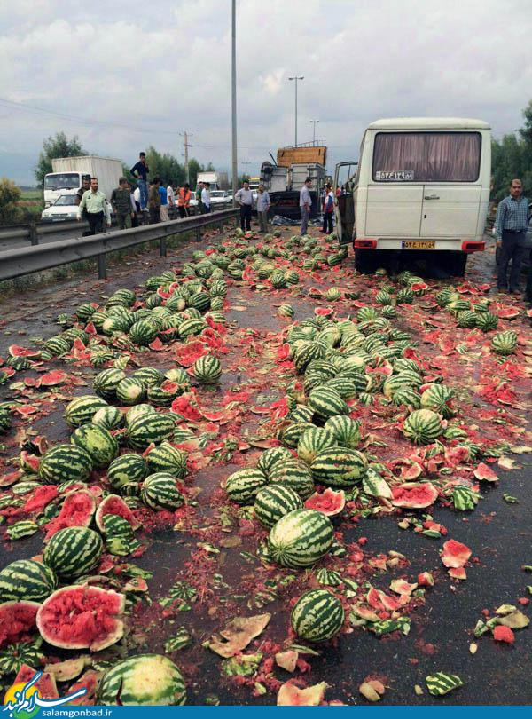 تصاویر تصادف کامیون هندوانه و 16 زخمی