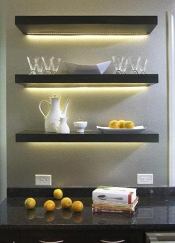 تصاویر بهترین و تاثیر گذارترین نقطه برای جلوه گری نورپردازی های زیر شلف ها