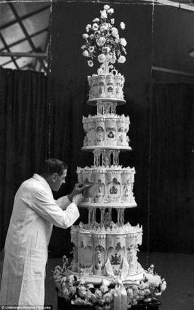 تصاویری جالب مزایده کیک عروسی ملکه الیزابت انگلستان