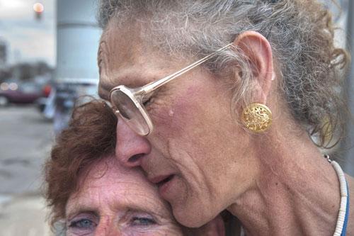 این زن هنرمند قدیمی به گدایی روی آورده است