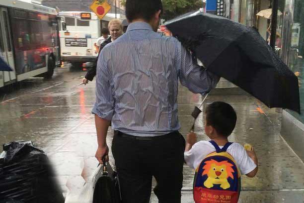 عکسی جنجالی ازبهترین پدر دنیا
