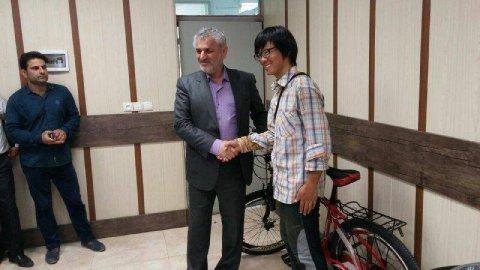 مهمان نوازی مازندرانی ها از توریستی که دوچرخه اش به سرقت رفته بود