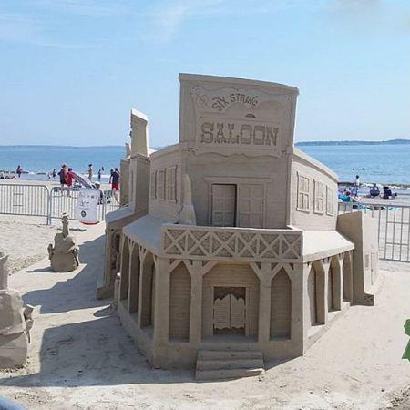 جشنواره دیدنی مجسمه های شنی در سواحل ریور