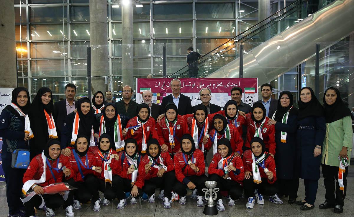 تصاویراستقبال باشکوه از تیم ملی فوتسال زنان ایران
